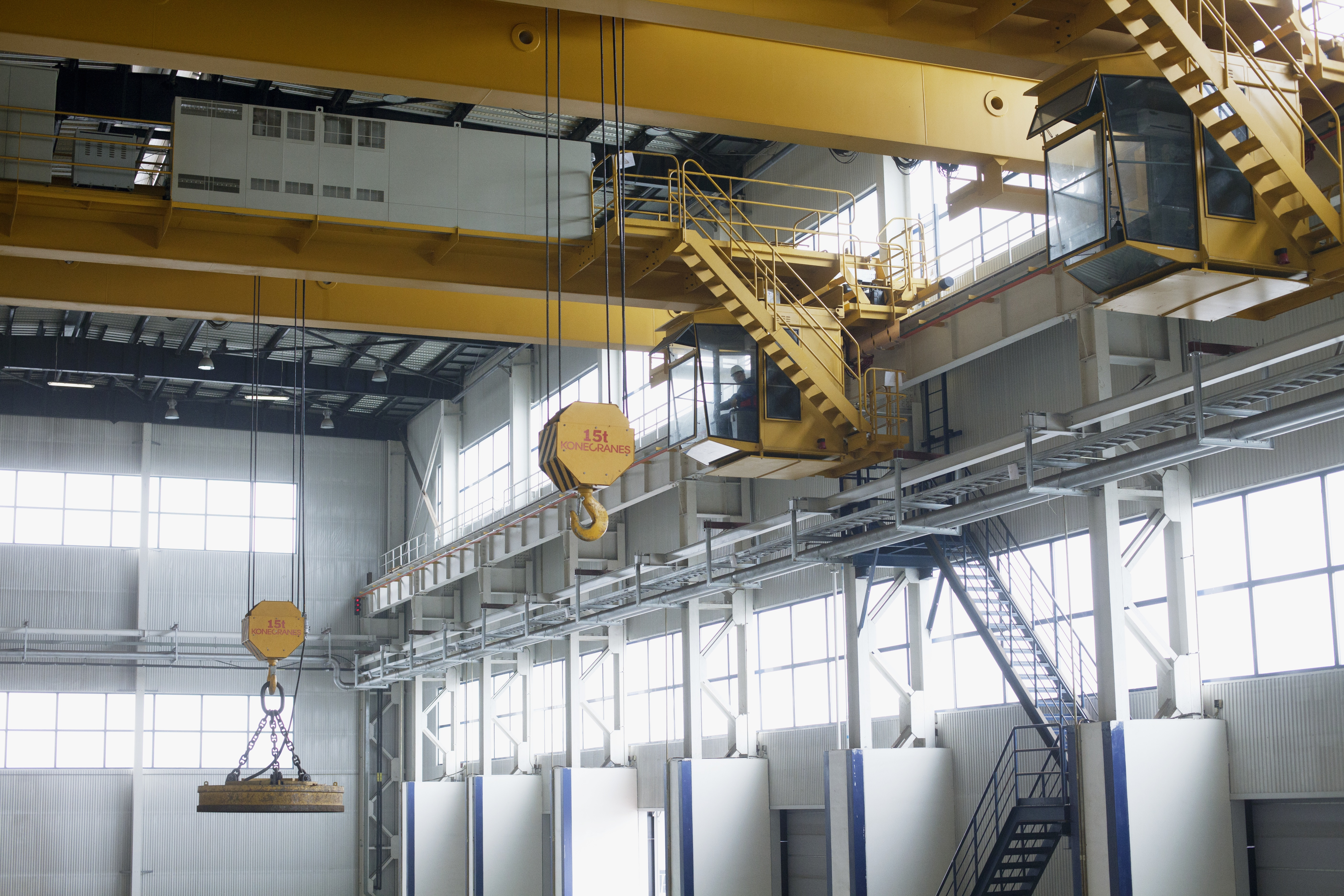 Hot And Heavy Konecranes Manages Steel Industry Challenges With Workstation Cranes Overhead Work Station Crane Ase Systems Magnet