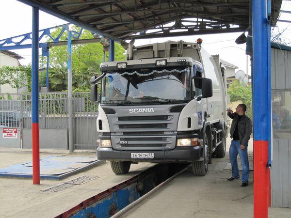 Большую часть операций по техобслуживанию мусоровозов NTM заказчик может осуществлять собственными силами, в своем гараже. Благодаря партнерству с «В-Кран», более сложные работы и запасные части обеспечиваются по всей России, удобно и близко. © NTM Ab