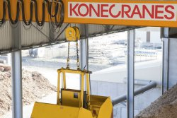 Konecranes CXT Biomass is a fully automated crane for handling different kinds of biomass in a continuous process in demanding surroundings. © Konecranes   (photo: Elena Tiihonen)