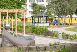 The rebuilt city district Lagersberg in Eskilstuna, central Sweden, has been provided with outdoor areas, such as cultivation allotments, where people can meet. © Formas