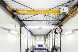 <p>CLX Chain Hoist crane used at MAN Nederland Dealer truck repair shop. The CLX crane is equipped with travel inverters, which improve accuracy in load positioning during precision tasks like removing and replacing engines. © Konecranes</p> (photo: Jari Kivelä)