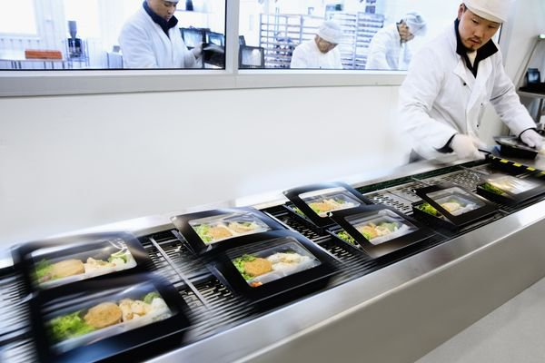 Caption: When SAS commissioned the development of a new form of packaging for its inflight meals the airline chose the folding box board Incada from Iggesund as its base material. © Iggesund
