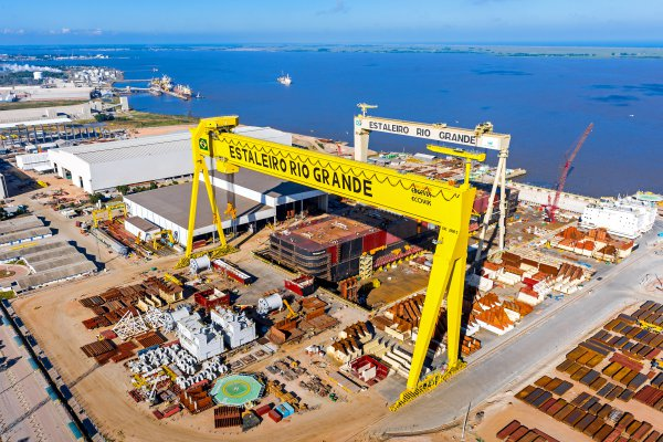 <p>The largest Goliath crane in the world, built by Konecranes for a Brazilian shipyard. The span is 210 meters, crane&shy; height is 117 meters and load capacity is 2000 tonnes. &copy; Konecranes</p>