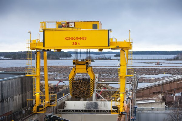 <p>Konecranes understands the processes of the pulp and paper industry &ndash; from wood handling to recycling.&nbsp;&copy; Konecranes</p>