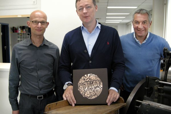Erwin Heeren, Tom Du Caju and Koen Penne of Du Caju Printing & Packaging proudly display The Origin Box.© Iggesund