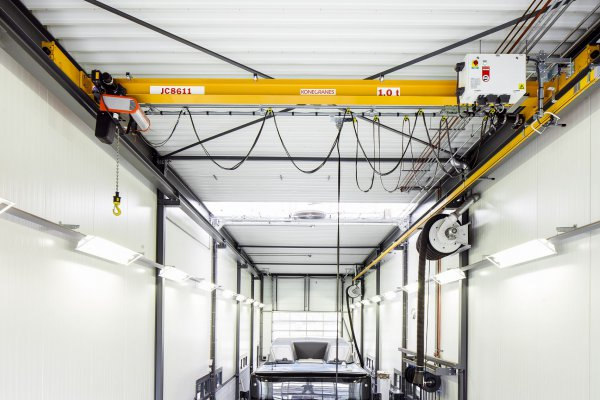 <p>The new CLX chain hoist crane from Konecranes can be used as an industrial crane in all fields, workshops, and types of manufacturing. &copy; Konecranes</p>
