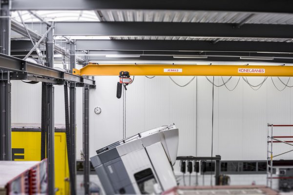 CLX chain hoist crane from Konecranes allows high lifting speeds and precise positioning of loads. © Konecranes
