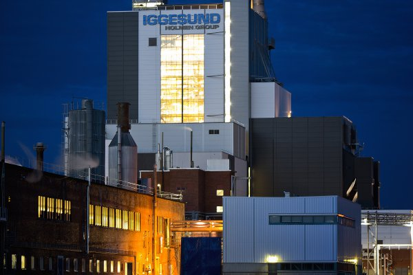 <p>The new recovery boiler at Iggesund Mill greatly reduced emissions of sulphur and particulates and enabled the mill to operate on 99.1 per cent biofuel during 2014.© Iggesund</p>