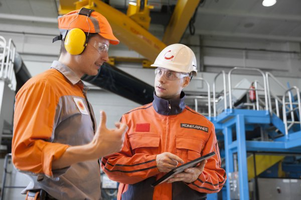 <p>TRUCONNECT Remote Monitoring provides visibility to crane usage and operating data, helping with decisions about maintenance investments and productivity. © Konecranes</p>