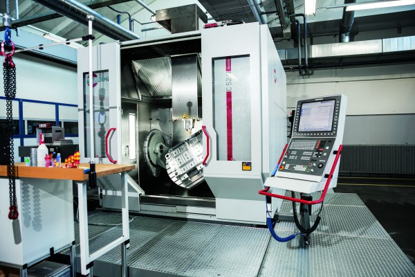 <p>The largest high-performance, 5-axis CNC machining centre C 52 U at the Hirschmann Automotive GmbH tool making department in Rankweil for complete 5-axis/5-sided machining of workpieces with diameters as large as 1000 mm and measuring 810 mm in height</p>