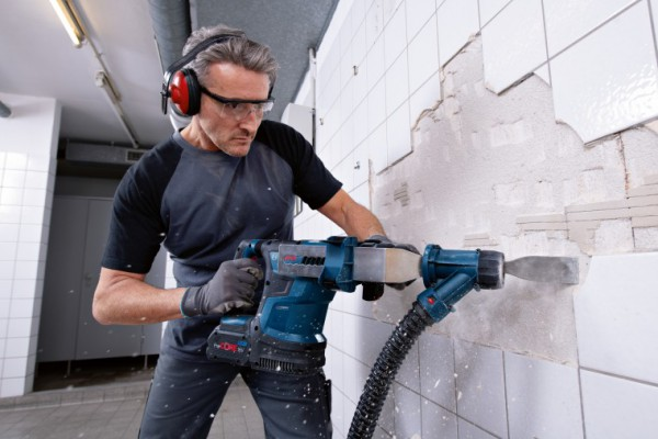 <p><em>Optimized control and setting via User Interface and connectivity: New Biturbo hammer from Bosch for professionals</em></p>