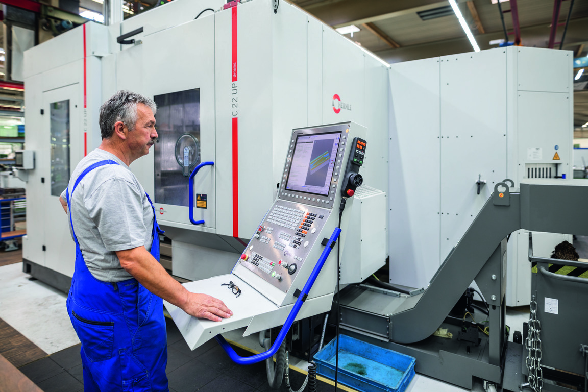 Hermle C 22 UP 5-axis machining centre in use