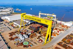 <p>The largest Goliath crane in the world, built by Konecranes for a Brazilian shipyard. The span is 210 meters, crane­ height is 117 meters and load capacity is 2000 tonnes. © Konecranes</p> (photo: Emerson Foguinho)